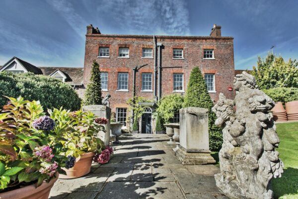 An image of Newlands House Gallery in Petworth, West Sussex